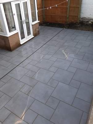 Milano Grey Virtue Vitrified Porcelain Paving Slabs - Mix Size Patio Pack
